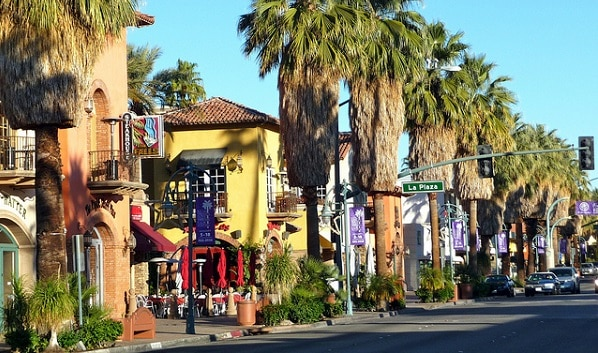 Located in the Coachella Valley desert region, Palm Springs is sheltered by the San Bernardino Mountains to the north, the Santa Rosa Mountains to the south, by the San Jacinto Mountains to the west and by the Little San Bernardino Mountains to the east. This geography gives Palm Springs its hot, dry climate, with 354 days of sunshine and only 5.23 inches of rain annually.[