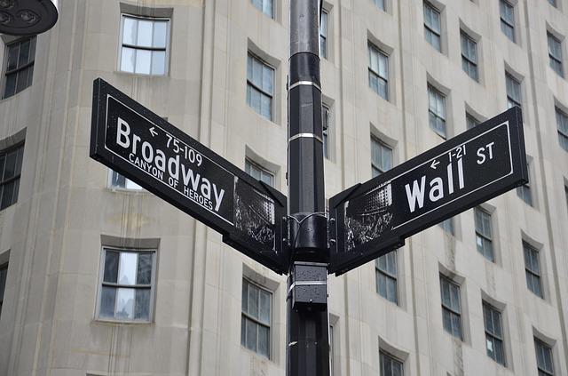 Pourquoi la rue se nomme t-elle Broadway ?