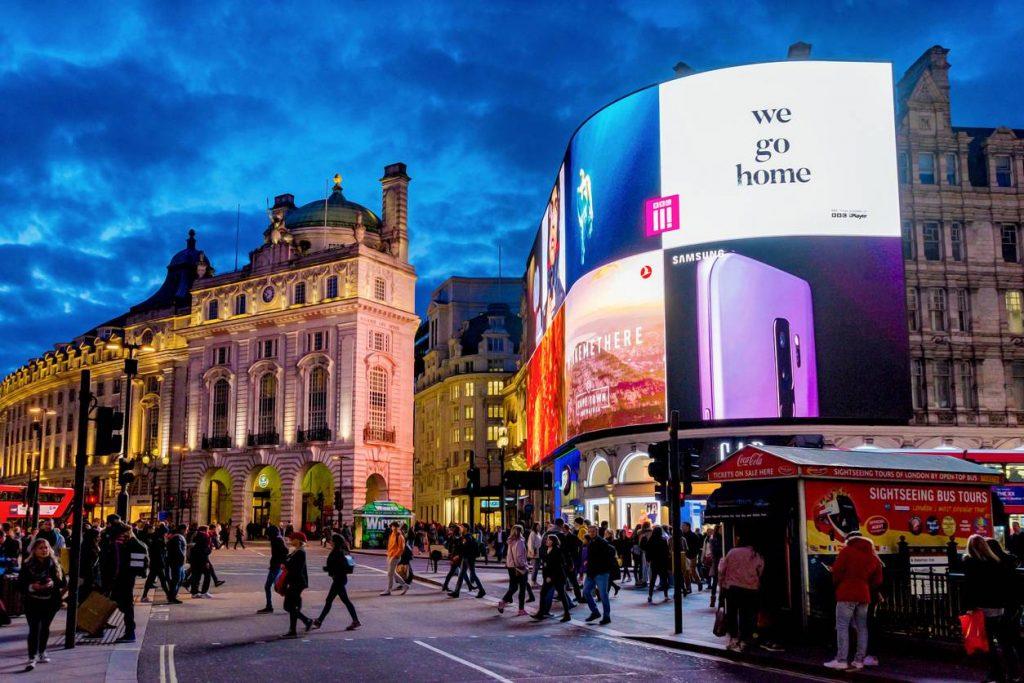 Présent dans le premier roman mettant en scène Holmes, le restaurant The Criterion existe toujours à Piccadilly Circus