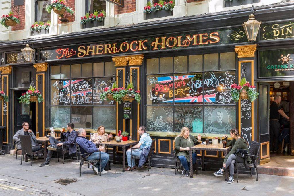 The Sherlock Holmes Pub ravira autant les fans inconditionnels que les novices ou les simples curieux